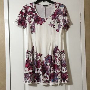 Pretty Pre-Owned Tunic (Women's Size Medium)